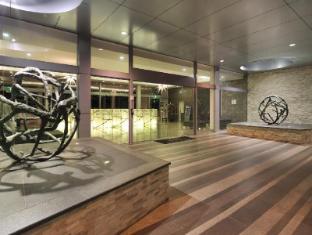 Meriton Serviced Apartments Broadbeach Gold Coast - Entrance
