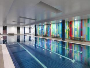 Meriton Serviced Apartments Broadbeach Gold Coast - Indoor Pool