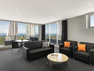 Meriton Serviced Apartments Broadbeach Gold Coast - Lounge Room
