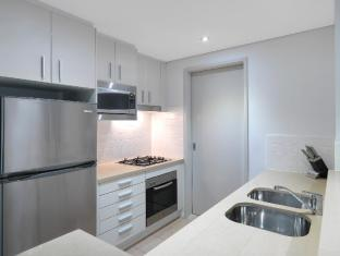 Meriton Serviced Apartments Broadbeach Gold Coast - Kitchen
