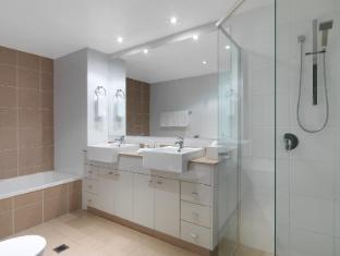Meriton Serviced Apartments Broadbeach Gold Coast - Bathroom