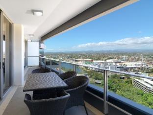 Meriton Serviced Apartments Broadbeach Gold Coast - Balcony