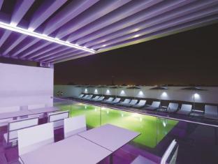 Hues Boutique Hotel Dubai - Swimming Pool