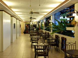Ecoland Suites Davao - Hotellet indefra