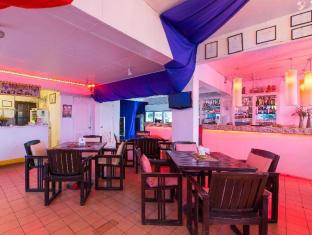 Connect Guesthouse Phuket - restaurant reception