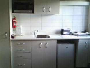 747 Motel Wellington - Ground Floor Kitchen