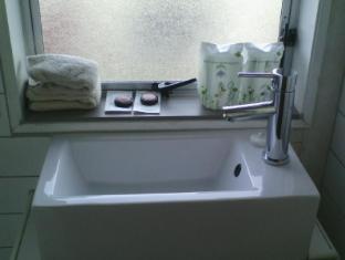 747 Motel Wellington - First Floor Bathroom