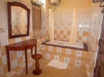 Sayo Xieng Mouane: bathroom