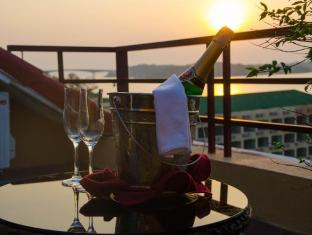 Golden Sea Hotel & Casino Sihanoukville - Sunset & Champagne