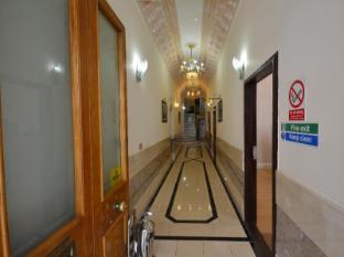 Hyde Park Suites London - Entrance