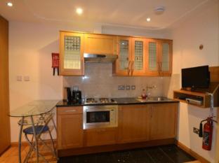 Hyde Park Suites London - Kitchen