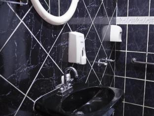 Berlor Airport Inn Alajuela - Bathroom