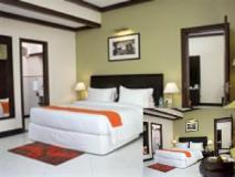 Living Room Hotel: guest room