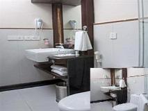 Living Room Hotel: bathroom