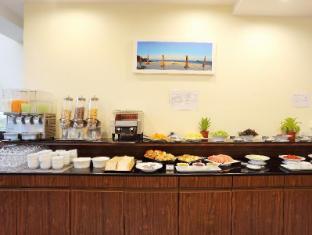 On Hotel Phuket - Louis Kitchen