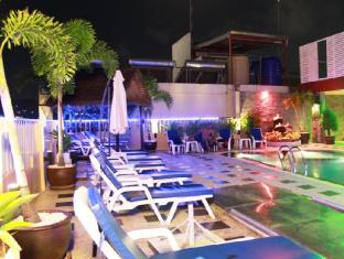Patong Hemingway's Hotel Phuket - Yüzme havuzu