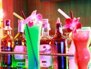 Patong Hemingway's Hotel Phuket - Yiyecek ve İçecekler