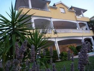 /apartments-kasalo/hotel/trogir-hr.html?asq=jGXBHFvRg5Z51Emf%2fbXG4w%3d%3d