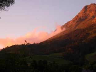Orange Ville Guesthouse Stellenbosch - View