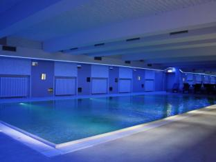 PLUS BERLIN Hotel & Hostel Berlin - Swimming Pool