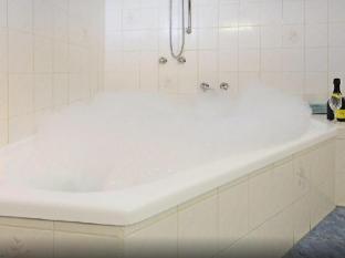 Whalers Rest Motor Inn Portland - Bathroom