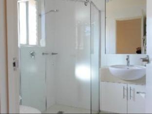 Tea House Motor Inn Bendigo - Bathroom