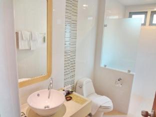 Bussaba Bangkok Suvarnabhumi Airport Hotel Bangkok - Family Deluxe Bathroom