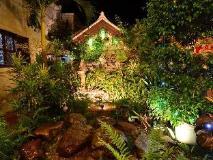 Phousi Guesthouse: garden