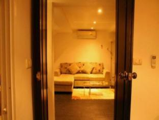 The Front Apartments Phuket - 1 Bedroom Deluxe-Living area