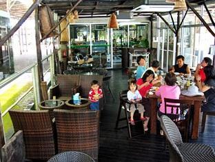 Sinar Serapi Eco Theme Park Resort Kuching - Poolside Cafe