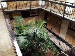 George Powlett Apartments Melbourne - Inside Courtyard