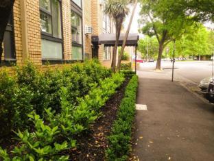 George Powlett Apartments Melbourne - Exterior