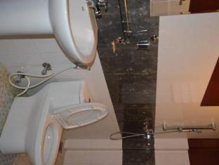 Hotel Family Home Kathmandu - Bathroom