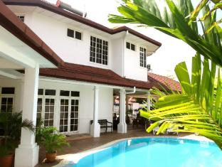 Rumah Putih B & B Kuala Lumpur - Swimming Pool