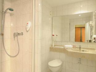 Leonardo Airport Hotel Berlin Brandenburg Berlin - Bathroom