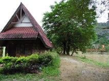 Vangvieng Resort: exterior