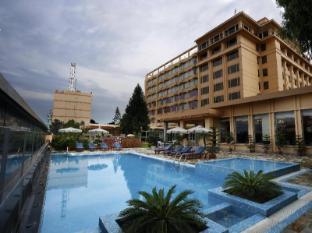 The Everest Hotel Kathmandu - Outdoor swimming pool