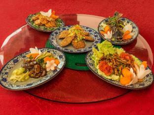 The Everest Hotel Kathmandu - Food at Mandarin Restaurant