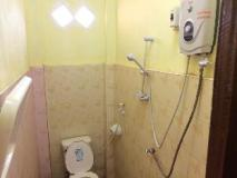 Vieng Thara Guesthouse and Cafe: bathroom