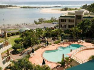 Little Cove Currumbin Resort