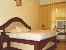 Hotel Ruby: guest room