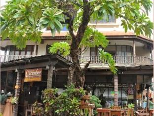 Cucumber Inn Suites and Restaurant Pattaya - Hotel Building