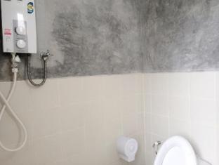 Arun Seaview Apartment Phuket - Bathroom