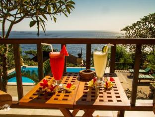 Beten Waru Bungalow and Restaurant Bali - juice in the terras