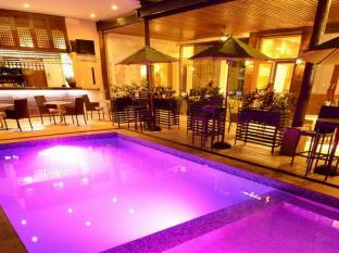 The Cocoon Boutique Hotel Manila - Pool Deck at Night