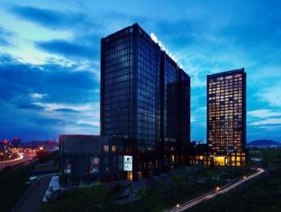 /th-th/zhejiang-sanli-new-century-grand-hotel/hotel/hangzhou-cn.html?asq=vrkGgIUsL%2bbahMd1T3QaFc8vtOD6pz9C2Mlrix6aGww%3d