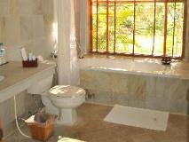 Aye Yar River View Resort: bathroom