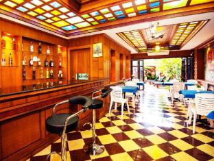 Renoir Boutique Hotel Phuket - Pub/salon