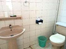 Villa Sisavad: bathroom