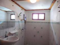 Hoxieng Guesthouse 1: bathroom